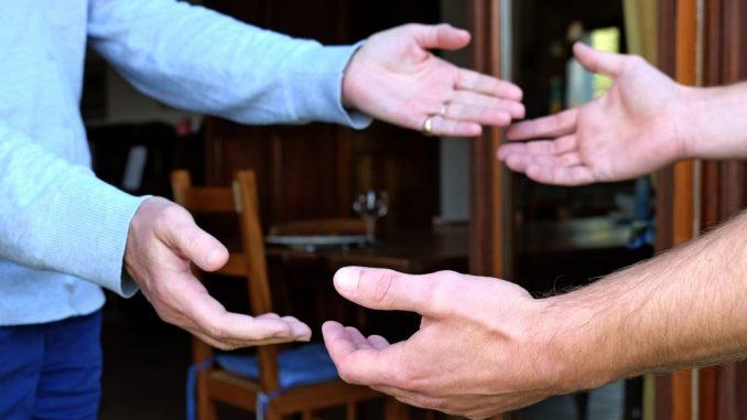 La rencontre humaineauthentique constitue la première action d'évangélisation.