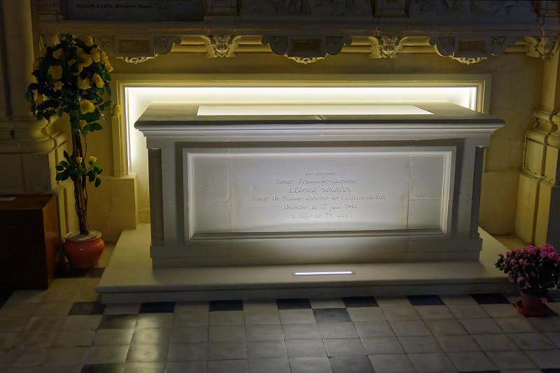 tombeau de Léonie Martin